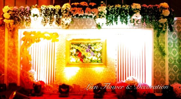 "Grand Wedding Decoration by ""Lien Flower & Decoration"" with elegant and sophisticated floral design and event decor. Our goal is to create unique experience and nothing is off-limits! _______________ Dekorasi ‪#‎Perkawinan‬ yang Mewah dengan desain bunga dan dekorasi pernikahan yang luar biasa. Tujuan kami adalah untuk menciptakan pengalaman yang unik dan tidak terbatas! www.liengallery.com"