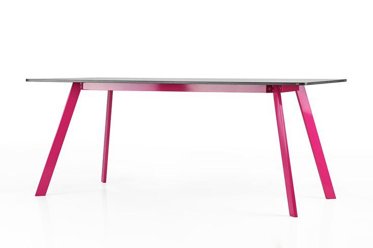 Concrete table Lorikeet by Gravelli.