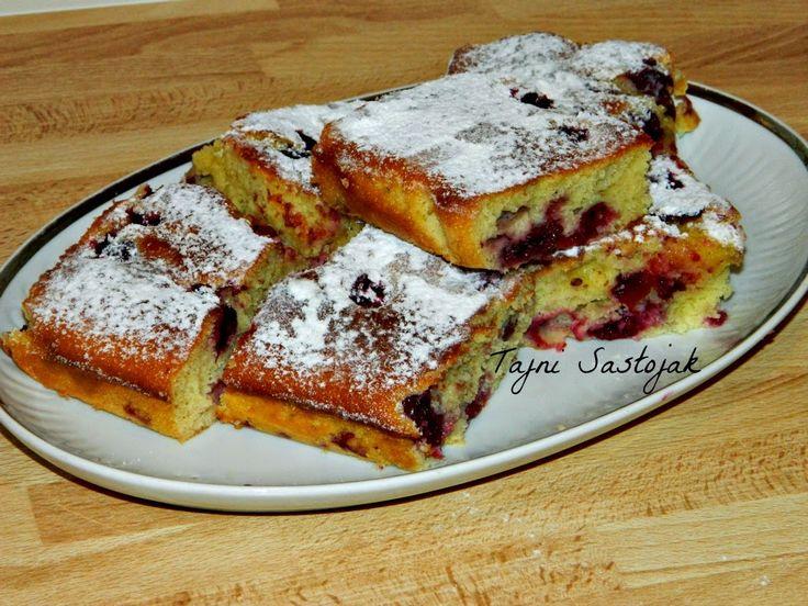 Tajni sastojak : STARINSKI BRZI KOLAČ SA VIŠNJAMA - http://milicinakuhinja.blogspot.de/2014/06/starinski-brzi-kolac-sa-visnjama.html -- manji pleh 28 x 18 cm, 3 jaja, 3oo gr brašna, 25o ml jogurta, 3 kašike ulja, 15o gr šećera, 1 vanilin šećer, 1 prašak za pecivo, 3oo gr očišćenih višanja, šećer u prahu