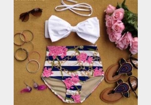 High waist bikini with chain print bottom details.