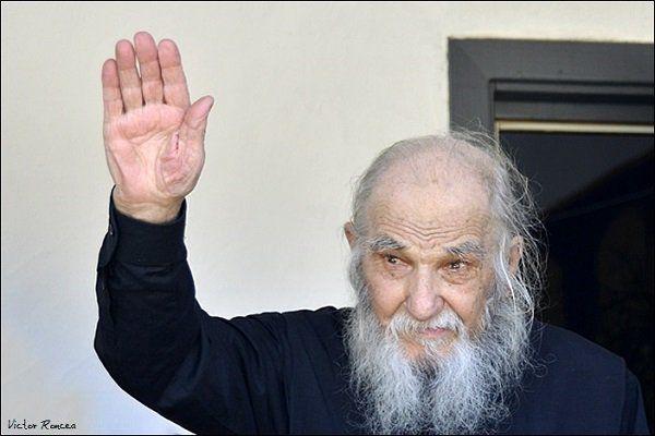 Erou pentru România şi martir pentru Hristos: Părintele Paulin Clapon, şoim al trupelor de paraşutişti şi fost deţinut politic