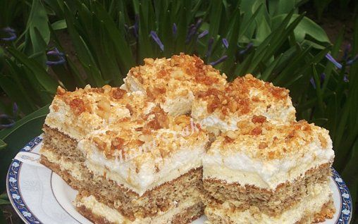 Retete Culinare - Prajitura cu nuca si krantz