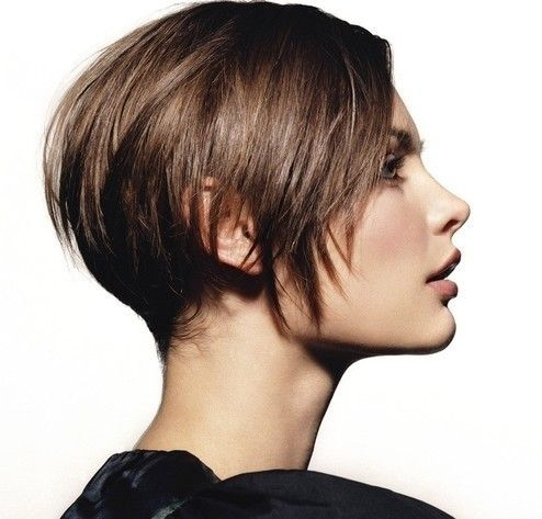 30 Short Hairstyles for Winter: Jagged Cut Hair