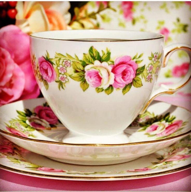 Colclough damgalı Çiçekli tea cup  uygun fiyat .... 75 tl
