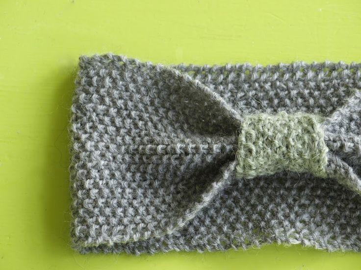 Det lille pandebånd i perlestrik er nemt at strikke. Find en grundig vejledning med billeder og opskrift lige her.