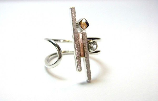 Ring. Sterling silver, CZ. Size 6- 7 1/2