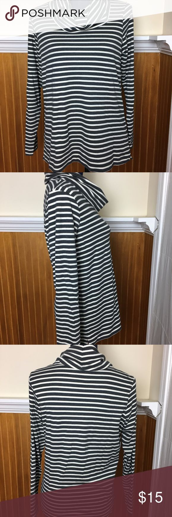 """L.L Bean Loose Turtleneck EUC - I don't think this was ever worn!!!  Great Suprima Cotton - very soft!  Not fitted - more loose fit so easy to layer.  Measures:  19"""" pit/pit laying flat 23"""" in length Nonsmoking Home L.L. Bean Sweaters Cowl & Turtlenecks"""