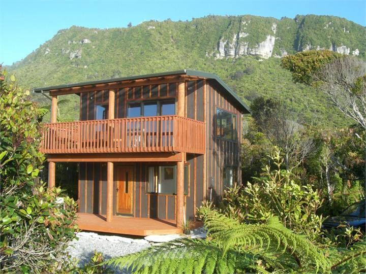 Punakaiki Beach House accommodation. Wharepuni