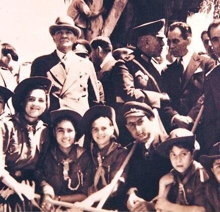 M.Kemal Atatürk 19 Mayıs Kutlamalarında... #19mayısgenclikvesporbayramı pic.twitter.com/fUqCBZbHng