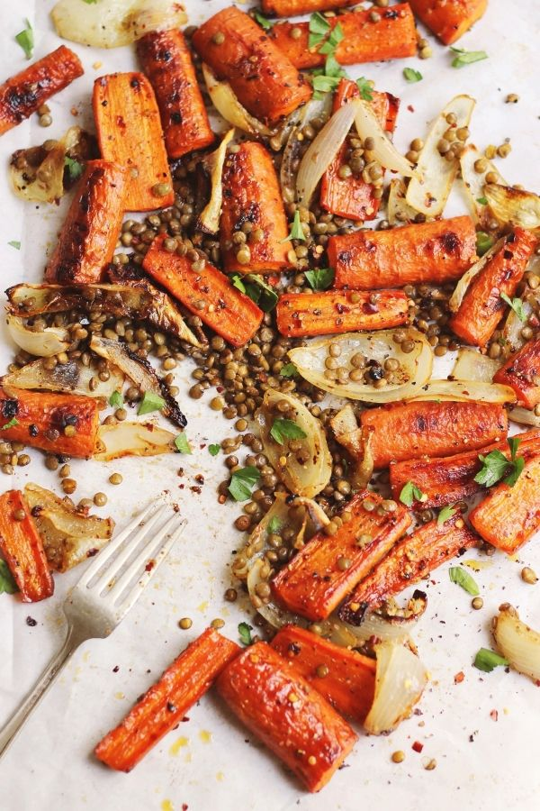 Spicy Maple Roasted Carrots with Crispy Lentils by withfoodandlove #Carrots  #Lentils #Maple