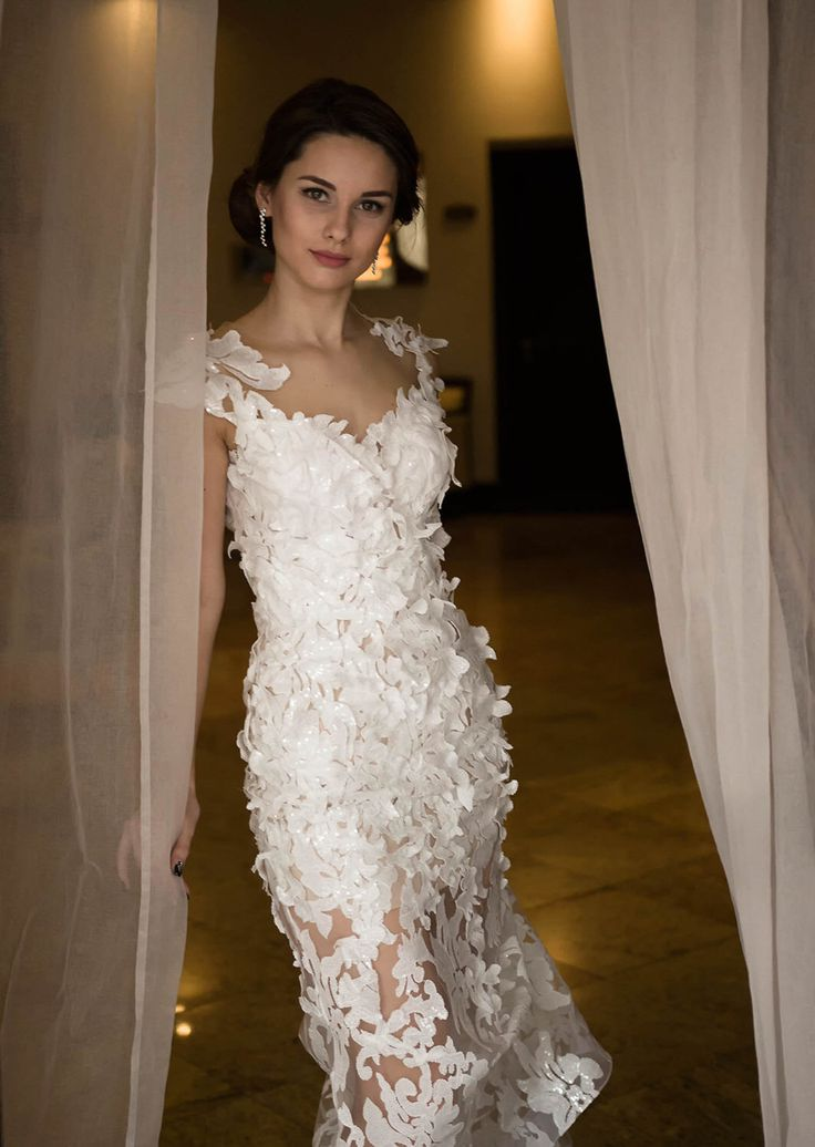 Pailletten aangepaste trouwjurk in witte, handgemaakte bruids jurk, trouwjurk, witte pailletten jurk, zonder mouwen trouwjurk met lage rug door Tonena op Etsy https://www.etsy.com/nl/listing/279853246/pailletten-aangepaste-trouwjurk-in-witte