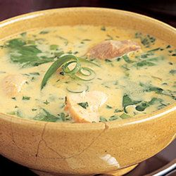 Paleo Soup Recipes — Curried chicken coconut soup    +PLUS so many other great Paleo Soup Recipes. Yum
