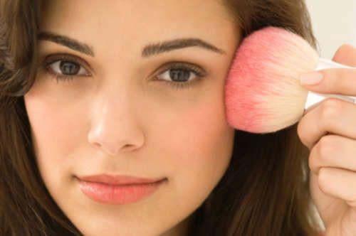 3 astuces de maquillage maison pour paraître plus jeune - Améliore ta Santé