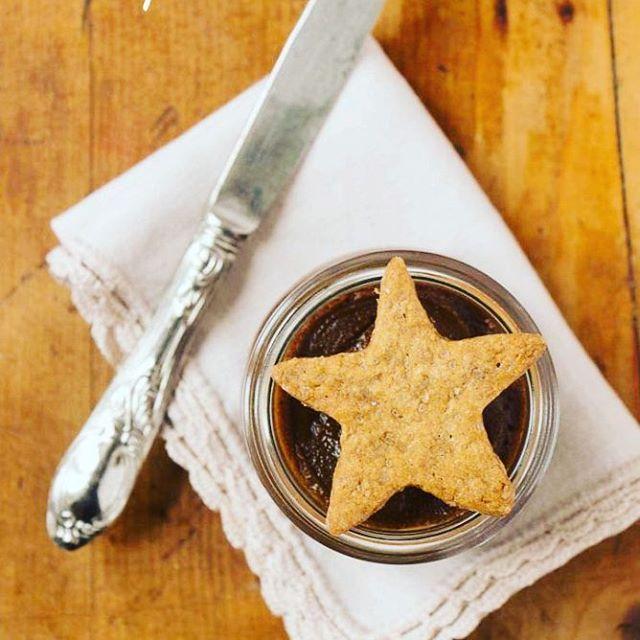 Che sonno...vedo ancora le stelle della notte. Buongiorno assonnato  #panelibrienuvole #buongiorno #goodmorning #buongiornoMTC @mtchallenge #stelle #stars #cookies #biscotti #speculaas #speculoos #cannella #cinnamon #yummy #instagood #instafood #bake