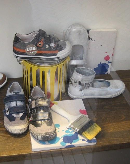Kinderschoenen etalage Claessens schoenen in Devernter