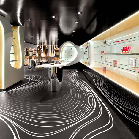 SEX SHOP CHIC Fun Factory, l'un des plus grands fabricants de jouets érotiques en Europe, a recruté le designer égyptien Karim Rashid, icône du design à New York, pour concevoir sa nouvelle boutique récemment ouverte (2015) au Viktualienmarkt à Munich. Le résultat est un superbe espace de 180 mètres carrés aux courbes organiques et futuristes. Sublime. Jugez par vous-même.