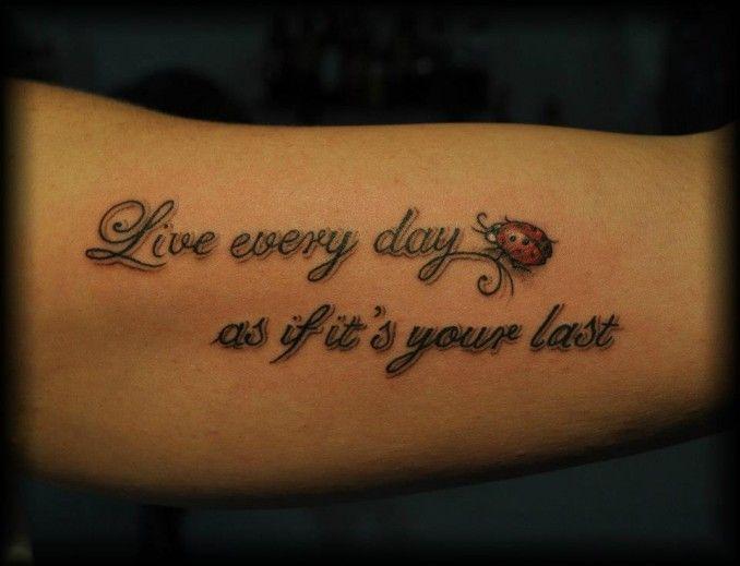 Tatuaggio braccio, coccinella, scritte realizzato dal tatuatore I colori dell'anima - Mazzola Francesco