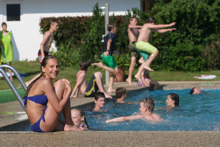 Sommer, Sonne, Schwimmen & Spaß! Was will man mehr? :D #kinder #jugendliche #kärnten #villach #landskron #jugendhotel #sport #swimmingpool #spaß #genießen #reisen #ferien