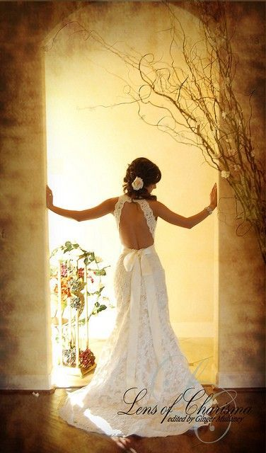 This is gorgeous. Love the back of this | http://weddingmemorabilia.blogspot.com