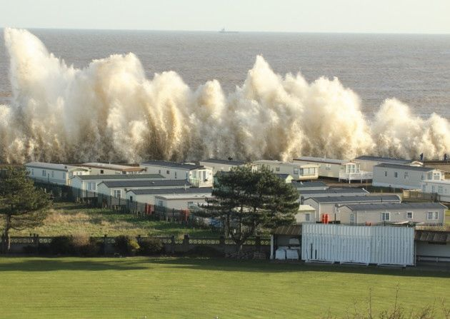High tide at Lowestoft - by Andrew Easton | Losers' soc in ...