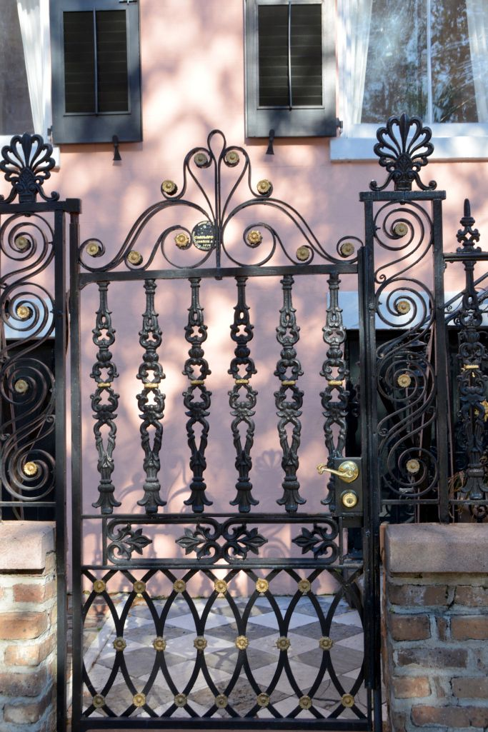 Wrought Iron Gate Charleston, South Carolina | © homeiswheretheboatis.net