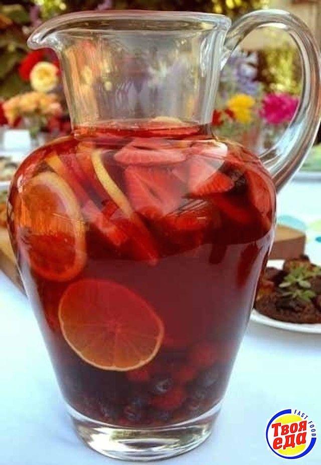 Сангрия - самый популярный после пива и вина напиток в Испании. Приготовленная правильно сангрия, не имеет ничего общего с синтетической покупной.