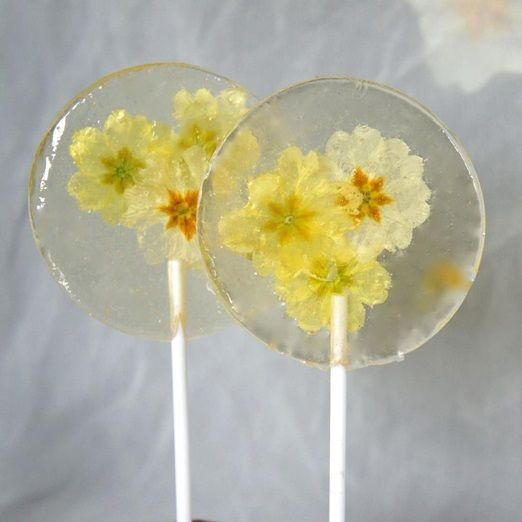 Edible spring primrose lollipop wedding favours from http://www.foragefor.co.uk/  #wedding favour ideas