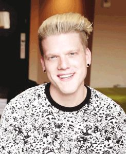 you're killing me smalls #scotthoying #skawtiedahottie