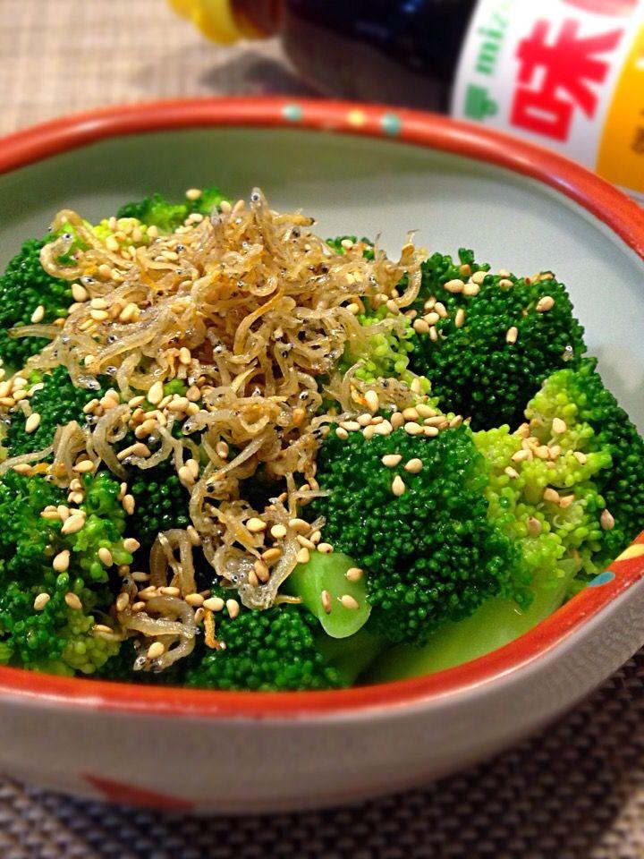 happyhannah's dish photo happyhannahさんの料理 ブロッコリーでもう一品 揚げじゃことアツアツごま油のジュッとがけ | http://snapdish.co #SnapDish #レシピ #今日はジューシーさっぱり! #野菜料理 #おつまみ