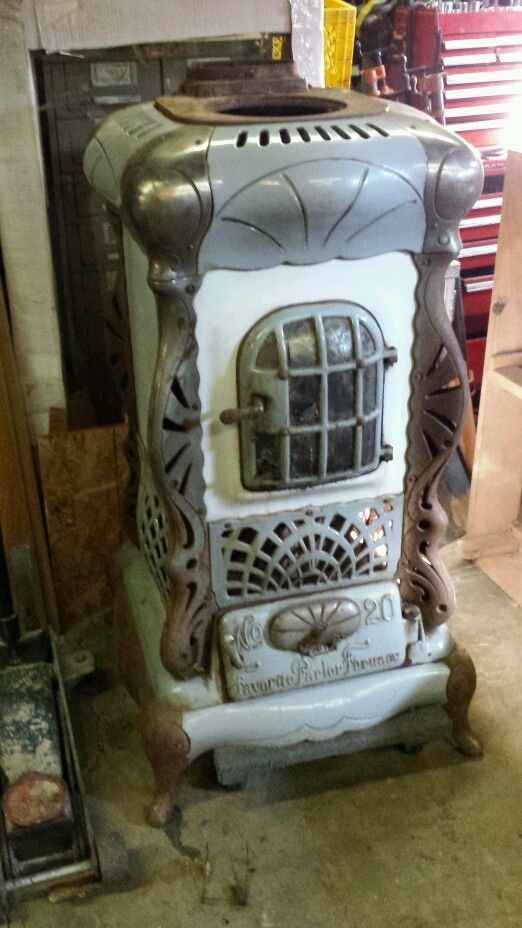 Antique Wood/Coal Burning stove,1895, g.c. Favorite Parlor Furnace