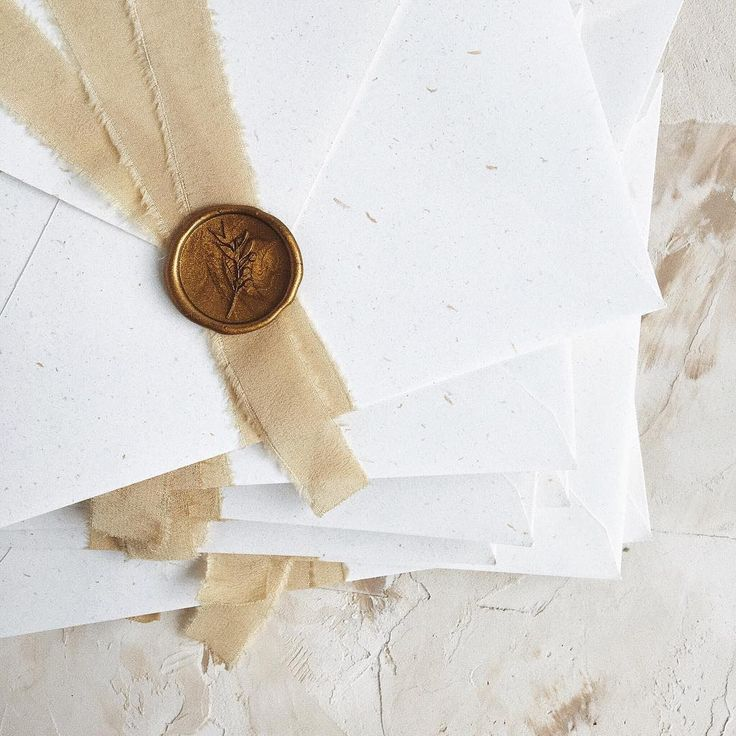 © PAPIRA invitatii de nunta personalizate // It's the little things, like these soft natural details. — Handmade envelope using recycled paper and naturally dyed silk ribbons. Oh, and the gold wax seal. // #papiradesign #papirainvitations #invitatiidenunta #invitatiinunta #weddinginvitations