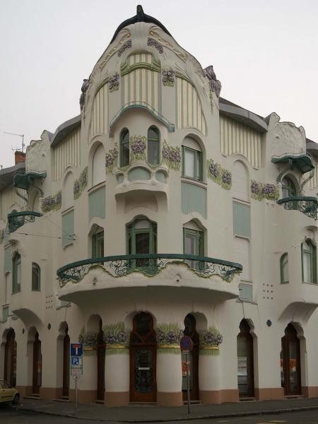 Szeged, Hungary amazing art nouveau building in great condition.  Reöck Palace, (by E, Magyar)  epiteszforum.hu