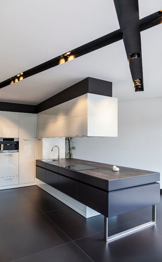 Black and White Minimalist Kitchen | Classtone by Neolith /www.bedreakustik.dk