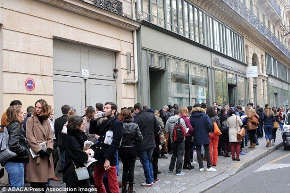 Parisians queue hundreds blood city's hospitals overwhelmed horror attacks killed 127 injured hundreds more