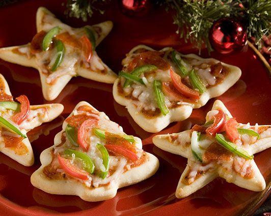 Cut out pizzas to go with the cut out cookies we make at Christmas time.  The kids will love these! - Great youtube tutorial. ...a Pizza Margherita is red, green, and white, so you're already halfway there. ღ♡♡ღ‿ღ♡♡ღ‿ღ♡♡ღ