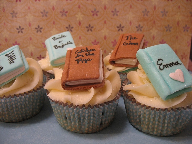 I need to start a book club so that I can make these Book Club Cupcakes!!