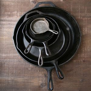 HOW TO SEASON A CAST IRON SKILLET VIA SAVEUR// PHOTO BY PENNY DE LOS SANTOS
