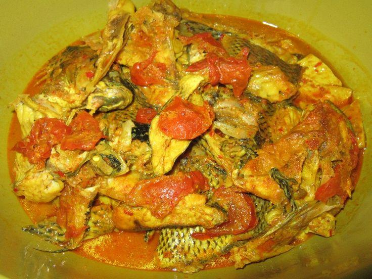 arsik ikan mas medan - Salah satu makanan khas masyarakat karo juga. ikan Mas yang dimasak dengan macam2 rempah khas medan dan waktu memasaknya juga hampir 2 jam agar bumbu meresap ke dalam daging ikan