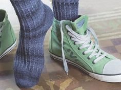 DIY-Anleitung: Socken im Rippenmuster mit Hebemaschen stricken via DaWanda.com