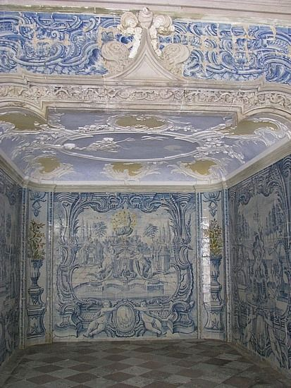 in Sintra, lovely azulejos.