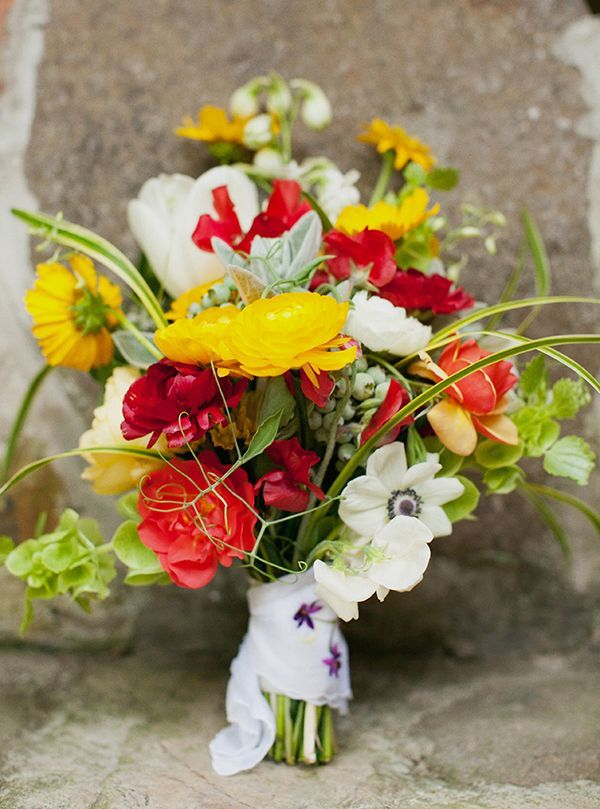 Summer weddings are not far off, and it's time to get prepared, to choose your wedding style, accessories and florals if you haven't done it already.