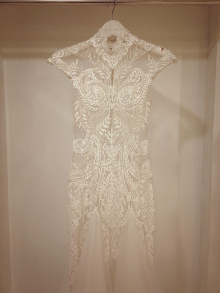 ALBERT YANUAR Bride  www.albertyanuar.com  Info: albert@albertyanuar.com   #albertyanuar #bride #wedding #dress #weddingdress #weddinggown #whitedress #embroidery #lace #white