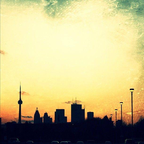 Couché de soleil sur Toronto __ http://www.wee-go.com/sejour-linguistique/toronto