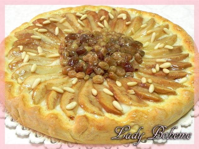 Italian Food - Crostata al cardamomo con crema, pere, uvetta e pinoli (Tart with cardamom cream, pears, raisins and pine nuts)