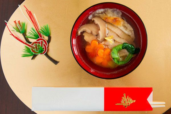 Ozoni - Start off the New Year with Good Luck. Via Marc Matsumoto #Ozoni #JapaneseFood: Chicken Thighs, Soups Bowls, Japan Menu, Oshogatsu Ozoni 4, Ozoni Recipes, Yummmm Recipes, Years Soups, Japan Food, Ozoni Soups Cans