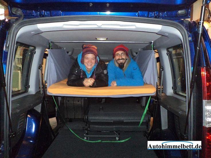 Fiat_Doblo_I_Autohimmelbett_sehr_gut_zu_zweit_im_Auto_schlafen - En Auto dormir avec Auto-Himmelbett.de