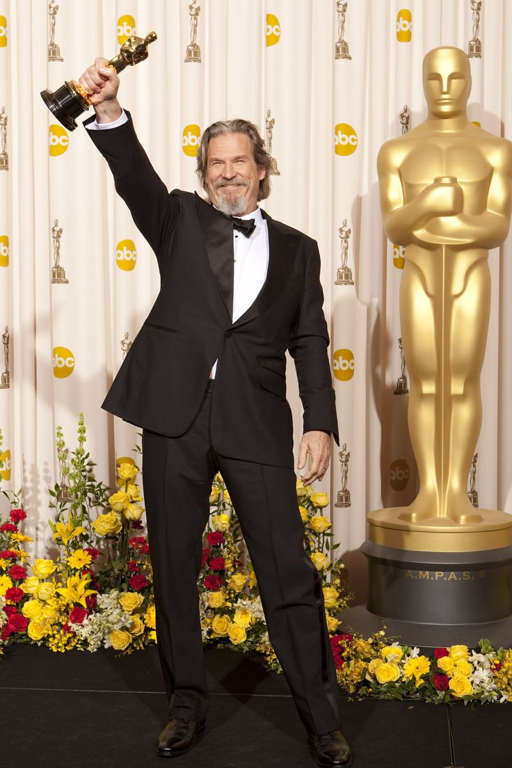 2010 ACADEMY AWARDS ~ Jeff Bridges won the Best Actor Oscar for his performance in CRAZY HEART (2009).
