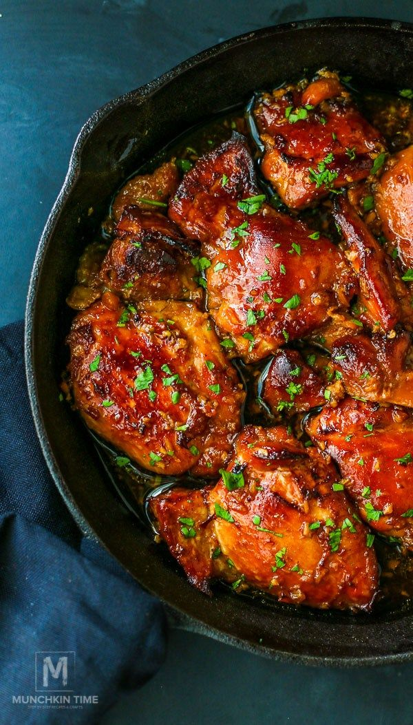 Honey Soy Chicken Thighs Recipe - tender and delicious honey soy chicken thighs. Super easy to make, finger licking dinner made ahead of time. // www.munchkintime.com