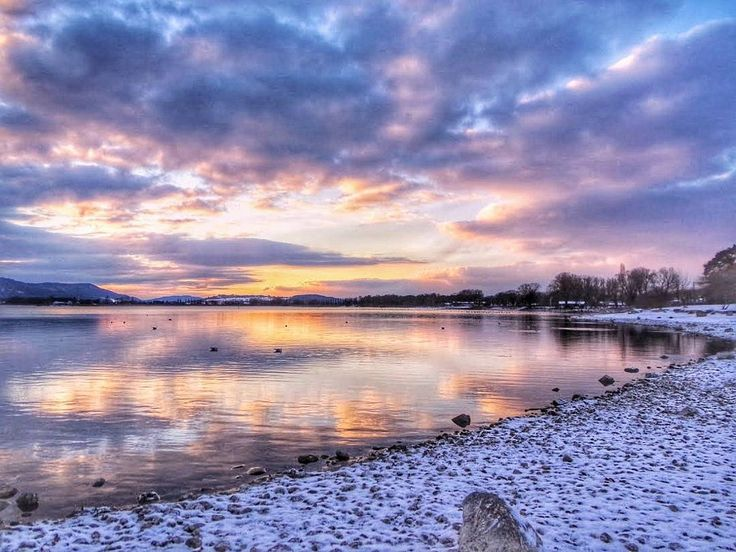 One advantage of public transport is that you often have to wait between connections... Yes, it is an advantage, there is nothing else to do, so KEEP CALM AND ENJOY THE SCENERY.  Today's sunset during my wait time.  #winter #snow #waittime #skyporn #sunset_lovers #clouds #reflection   #sunset #freeze #LakeConstance #Radolfzell #LagoDeConstanza #Bodensee #Untersee  #Germany #Alemania #Deutschland  #kodakpixpro #kodak_photo
