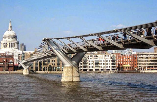 A Ponte do Milênio (Millennium Bridge) é uma ponte suspensa em aço para pedestres, localizada no Rio Tâmisa, na cidade de Londres , na Ingla...